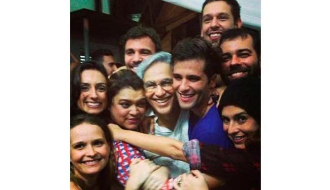 Famosos aproveitaram o fim do show na noite de domingo - Foto: Divulgação