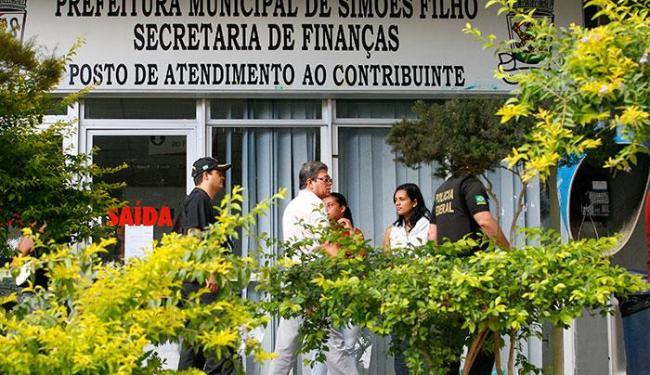 Ocupação da sede da Prefeitura surpreendeu os funcionários do órgão que chegaram para trabalhar - Foto: Marco Aurélio Martins   Ag. A TARDE