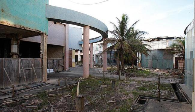 A estrutura decaiu ao longo do tempo. Lojas fecharam e o empreendimento foi acionado judicialmente - Foto: Lúcio Távora | Ag. A TARDE