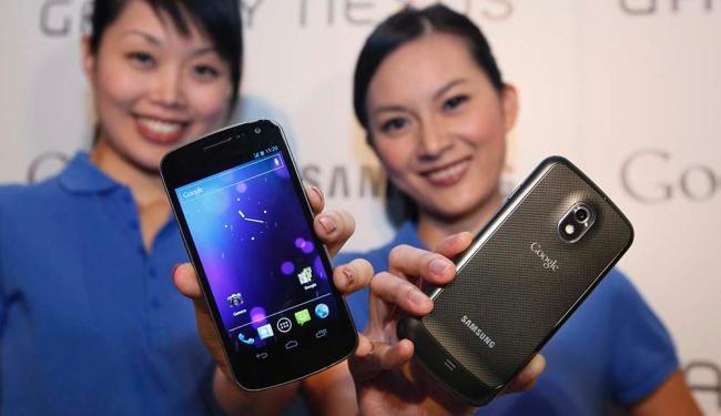 Entre os aplicativos mais baixados os destinados aos serviços de mensagem, internet e redes sociais - Foto: Kin Cheung | AP Photo