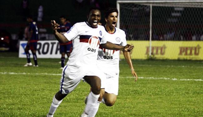 Obina comemora gol que evitou primeira derrota do Tricolor no Baianão - Foto: Luiz Tito | Agência A TARDE
