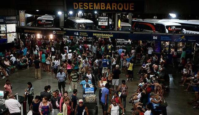 Movimento foi intenso na rodoviária neste domingo - Foto: Mila Cordeiro | Ag. A TARDE