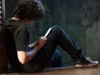 No filme, o ator Pedro Maia interpreta Caio, um adolescente que vive diversas descobertas - Foto: Agnes Cajaíba | Divulgação