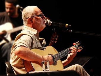 Cantor santoamarense apresenta canções do novo show - Foto: Lara Lins | Divulgação