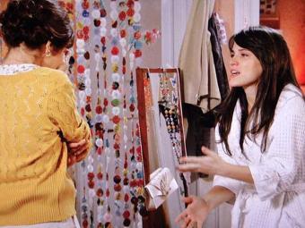 Carolina tenta se explicar para Nieta - Foto: Reprodução   TV Globo