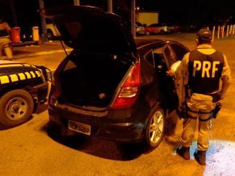 PRF afirma que o motorista apresentou uma documentação veicular com sinais claros de falsificação - Foto: Divulgação   PRF