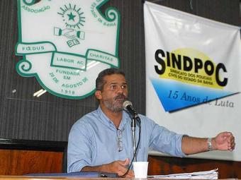 Daltro em imagem de 2004, quando presidia o Sindipoc - Foto: Arestides Baptista | Ag. A TARDE