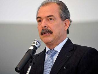 O ministro Aloísio Mercadante está internado desde quinta - Foto: José Cruz | Agência Brasil