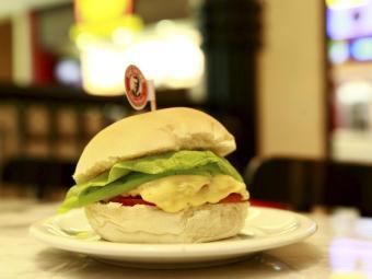 Hambúrguer da lanchonete The Fifities. Na foto, cheese salada - Foto: Fernando Vivas | Ag. A TARDE
