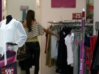 Shoppings funcionam com horário diferenciado - Foto: Raul Spinassé   Ag. A TARDE