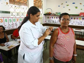 Pessoas idosas, assim como crianças que tomarão a 2ª dose da vacina, têm prioridade - Foto: Luciano da Matta | Ag. A TARDE
