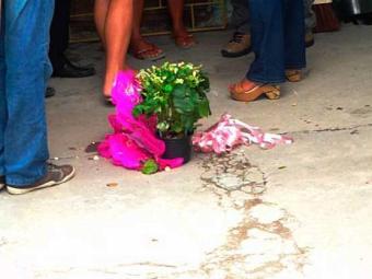 Vaso de flores entregue na hora do crime - Foto: Ney Silva/Acorda Cidade