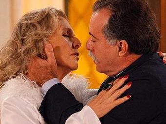 Charlô se declara para Otávio e os dois se beijam - Foto: Divulgação