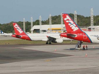 Aeronave da TAM apresentou problemas na turbina - Foto: Joá Souza | Ag. A TARDE