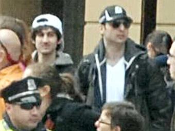 Fotos dos suspeitos dos atentados à Maratona de Boston. O de boné preto teria morrido em tiroteio no - Foto: Agência Reuters