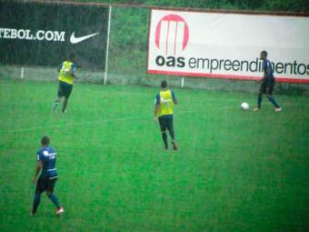 Debaixo de chuva, reservas participam de coletivo e Joel testa opções para o Ba-Vi de domingo - Foto: Esporte Clube Bahia   Divulgação