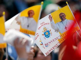 Popularidade do Papa Francisco amplia venda de souvenirs - Foto: Agência Reuters
