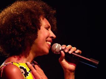 Figura da baiana no imaginário brasileiro é o tema do show da cantora - Foto: Mario Edson | Divulgação