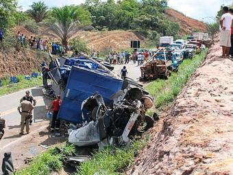 Acidente entre carretas em Alcobaça deixou duas pessoas mortas - Foto: Site Teixeira News | Divulgação