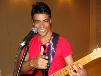 O cantor Khill durante gravação de CD - Foto: Divulgação