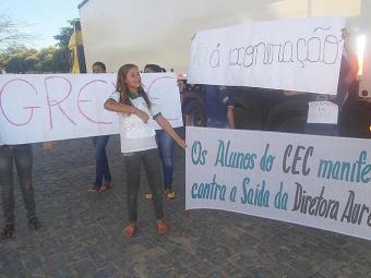Estudantes pediram retorno de diretora exonerada pela SEC - Foto: Lucas Cardoso | Ag. A TARDE