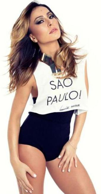 Apresentadora vestiu a camisa da campanha da amfAR - Foto: Divulgação
