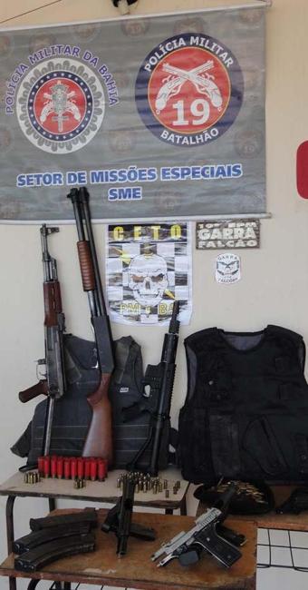 Amas foram encontradas com adolescentes, que foram encaminhadas à 9ª Coorpin - Foto: Polícia Militar   Divulgação