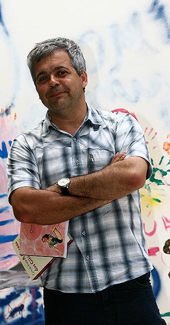 Escritor e jornalista baiano é especialista na história editorial dos quadrinhos brasileiros - Foto: Fernando Amorim | Ag. A TARDE