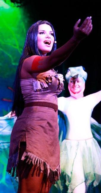 Atriz se apresentou como Pocahontas em teatro do Rio - Foto: Divulgação