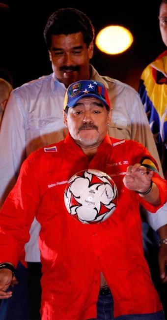 Maradona afirmou que Maduro representa a melhor opção para suceder Chávez - Foto: Agência Reuters