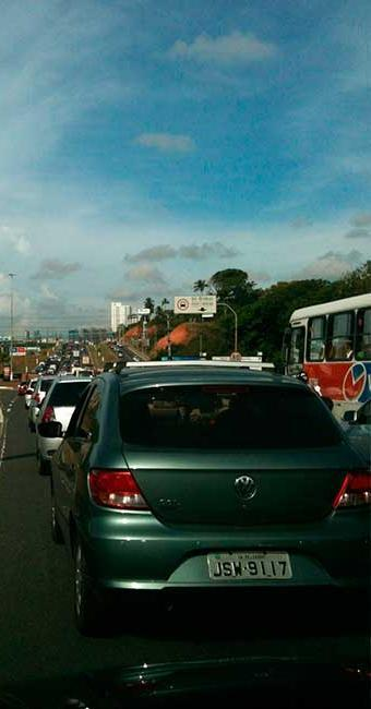 Trânsito está complicado na Paralela sentido Rodoviária - Foto: Iloma Sales | Ag. A TARDE