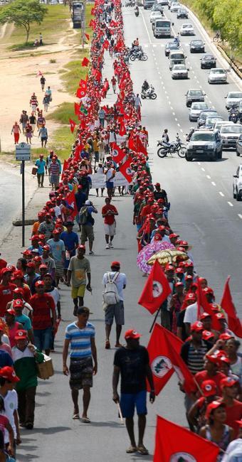 O MST chegou ao CAB no último dia 11 de abril, após longa caminhada - Foto: Marco Aurélio Martins | Ag. A TARDE
