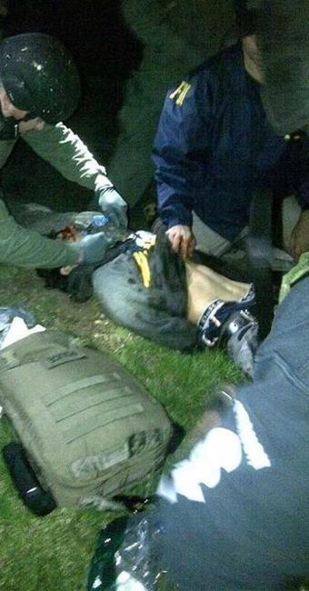 Dzhokhar Tsarnaev foi atendido por paramédicos logo após sua captura - Foto: Agência Reuters