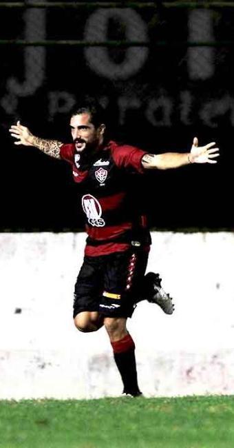 Escudero marca gol da virada no segundo tempo e garante o Vitória na semifinal do Baianão - Foto: Eduardo Martins | Ag. A TARDE