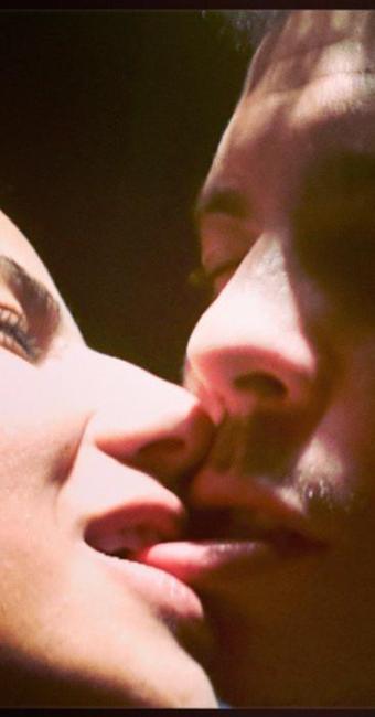 Ronaldo ganha beijo quente da amada - Foto: Reprodução   Instagram