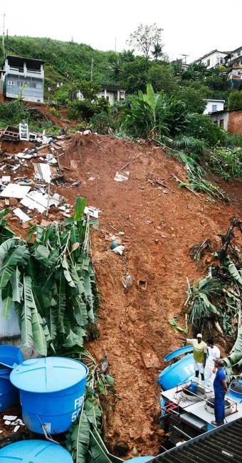 Conforme a Codesal, Salvador tem cerca de 600 áreas de risco de deslizamentos - Foto: Arestides Baptista | Agência A TARDE