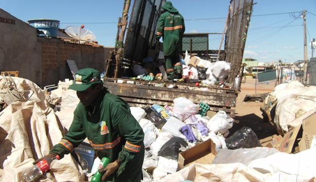 Intensificar a coleta seletiva faz parte das metas da prefeitura a partir da transferência do lixão - Foto: Miriam Hermes | Ag. A TARDE