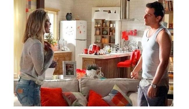 Érica confirma para Theo que está grávida e o deixa apreensivo - Foto: Divulgação