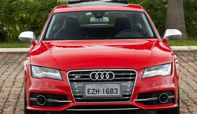 O S7 possui faróis com ajuste automático de altura e limpador - Foto: Marcelo Spatafora | Divulgação Audi