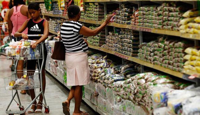 Cesta básica subiu em 16 capitais das 18 pesquisadas, em Salvador aumento foi 4,08%. - Foto: Lúcio Távora | Ag. A TARDE