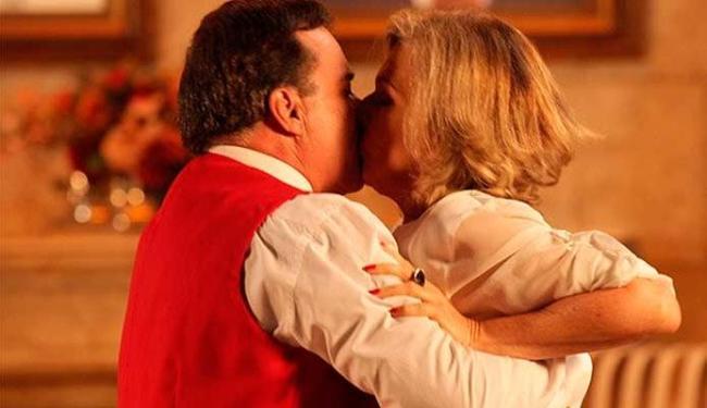 Charlô e Dominguinhos se beijam - Foto: Divulgação