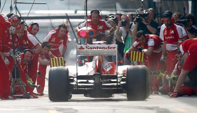Piloto brasileiro fez 1min35s340 e fechou à frente do alemão Nico Rosberg - Foto: Agência Reuters