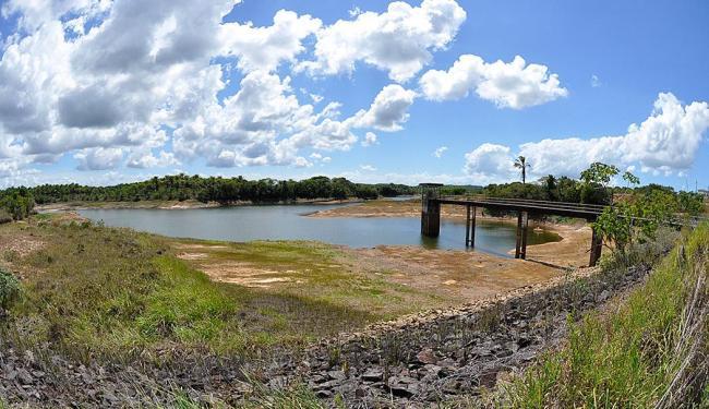 Leito seco da Barragem da Tapera - Foto: Luiz Hermano Divulgação   Embasa