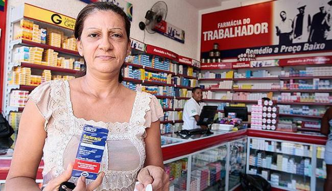Valdinei Cajado compra genéricos por causa do alto custo dos remédios de referência - Foto: Mila Cordeiro l Ag. A TARDE