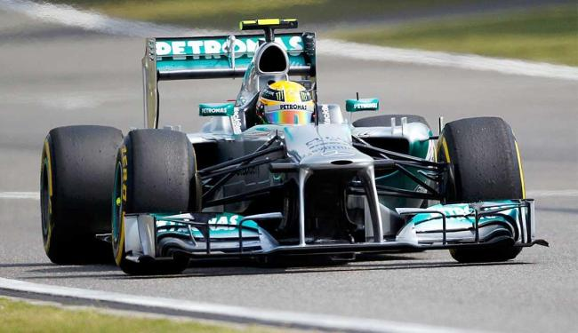 Mercedes de Hamilton faz melhor tempo nos treinos - Foto: Agência Reuters