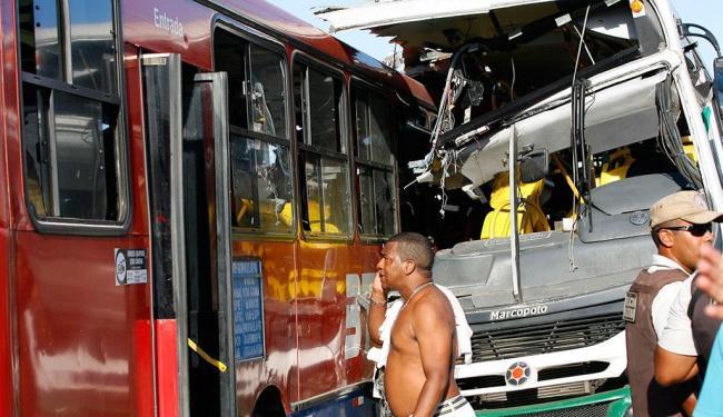 Acidente deixou quatro mortos na Avenida Antônio Carlos Magalhães - Foto: Marco Aurélio Martins | Ag. A TARDE