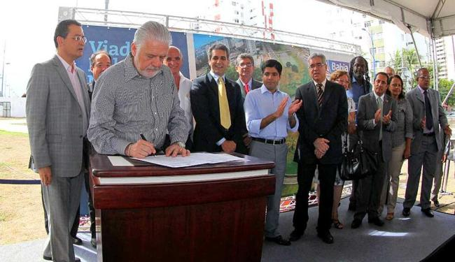 Governador Jaques Wagner assina ordem de serviço para início das obras - Foto: Manu Dias   GovBA