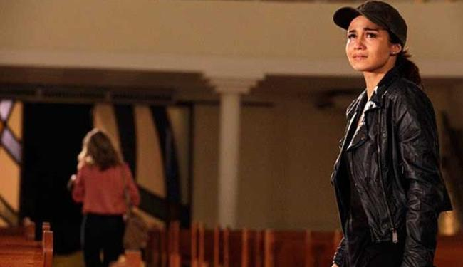 Morena implora que Érica entregue Jéssica para Lucimar - Foto: Reprodução   TV Globo