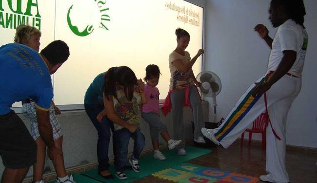 Professor de capoeira Fumaça. Mora na Espanha e dá aulas para crianças com síndrome de down - Foto: Antônio Lázaro Santana /Divulgação