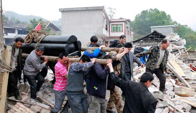 População busca sobreviventes - Foto: Agência Reuters